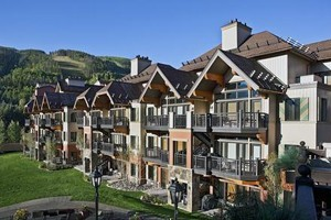 Lion Square Lodge at the Gondola :: Beautiful New Renovation! Slopeside location, steps from the Gondola, in Lionshead Village. 1-3 bedroom condos with kitchen, fireplace & balcony. Pool, hot tubs & restaurant.