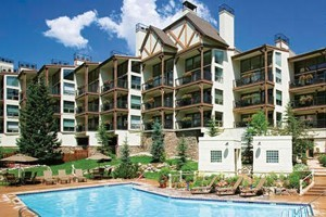 Montaneros In Vail: Newly Renovated Luxury :: Spacious, beautifully appointed condos with the amenities of a hotel. Views of the mountain and centrally located to shops & restaurants. Outdoor hot tubs & pool.