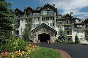 The Borders Lodge :: Ski-in/Ski-out featuring deluxe studios and 1 - 4 bedroom condos, fireplace, balcony and beautiful mountain views. Exercise room, outdoor pool & hot tubs. Underground Parking.