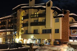"Sitzmark Lodge :: Platinum rated hotel rooms in the heart of Vail Village.  This quaint, family-run property will feel like your ""home away from home."" Temper-pedic beds & full amenities."